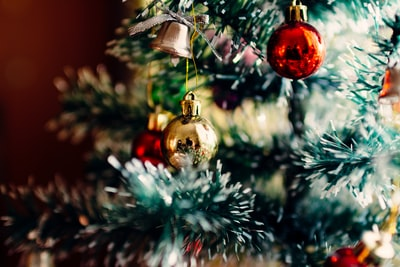 Which are the best holiday home decor tips for decorating your home